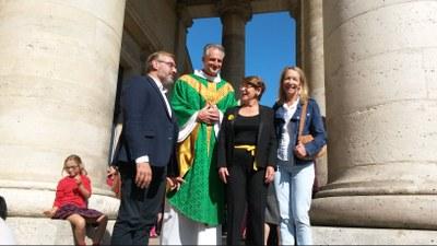 ESV St Germain_400 ans_M.le Maire, Père Thierry curé, Renée, Isabelle Richard Adjointemaire.jpg